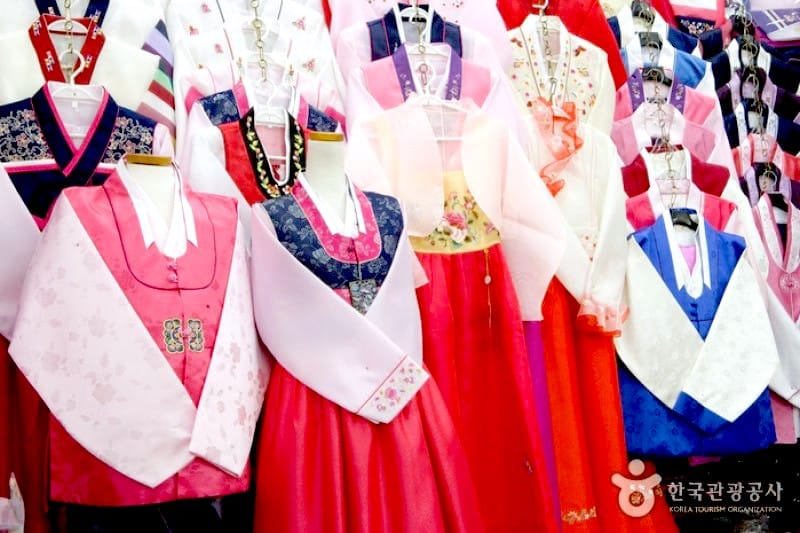 what to buy in Korea - Hanbok