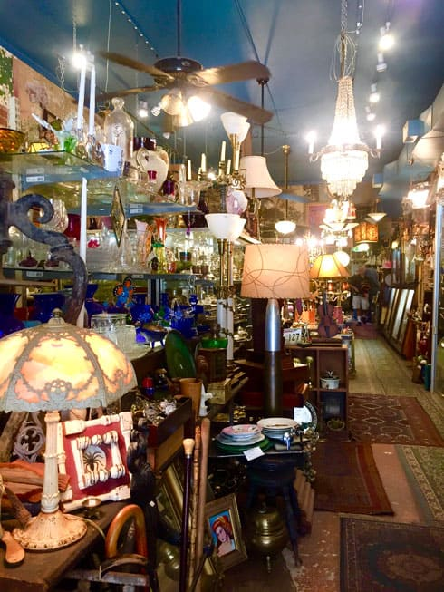 things to do in itaewon_antique street