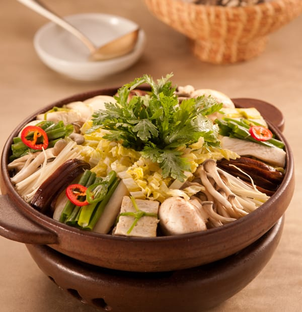 Tofu and Mushrooms Soup with Vegetables